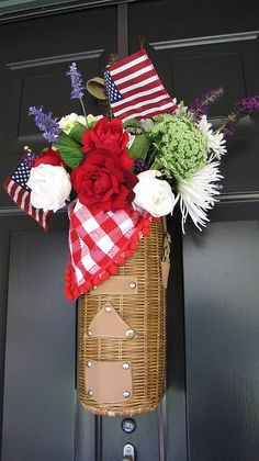 Ol hand painted and americana home decor on pinterest for Patriotic welcome home decorations