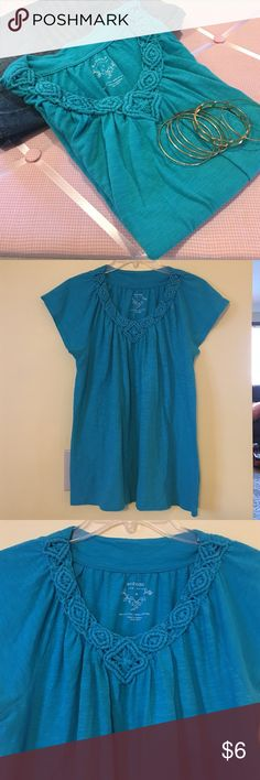 ✳️ Teal top✳️ Very nice real colored top. In excellent condition. Has nice scoop neckline with detailing. Let me know if you have any questions. Thanks so much and happy shopping 💕🙂🛍 Sonoma Tops