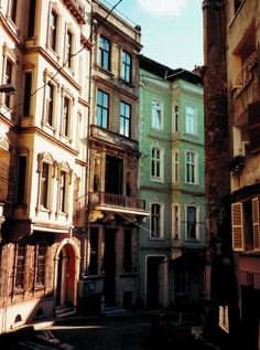 CIHANGIR - CUKURCUMA - The slope of the hill between Istiklal Caddesi and the Bosphorus is a calm antidote to Beyoğlu's rush. An afternoon's Istanbul Hotels, What The World, Urban Life, Istanbul Turkey, Great Photos, Nice View, Places To See, Amazing, The Neighbourhood