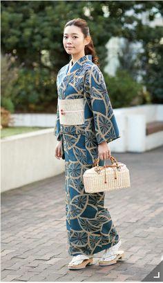 〈竺仙〉[高島屋限定]ゆかた(反物)(綿100%) 68,040円 Yukata Kimono, Kimono Japan, Kimono Dress, Japanese Outfits, Japanese Fashion, Geisha, Kabuki Costume, Eastern Dresses, Traditional Japanese Kimono