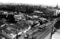 1974 - Barracas en la calle Castillejos, cercana al Hospital de Sant Pau que aparece arriba a la derecha. BARCELONA, AHORA Y SIEMPRE: Vallcarca-El Coll