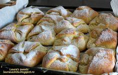 Branzoaice cu stafide si coaja de lamaie My Favorite Food, Favorite Recipes, Romanian Food, Romanian Recipes, Sweet Pastries, Pastry Cake, Cake Cookies, Family Meals, My Recipes