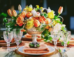 wedding color mistakes not to make / don't limit yourself to seasonal colors