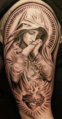 40 Photos of Religious Tattoos (Drawings and Meanings) - anjos - Populer Tattoo Pin Share Chicano Tattoos, Body Art Tattoos, New Tattoos, Sleeve Tattoos, Tattoos For Guys, Cool Tattoos, Tatoos, Catholic Tattoos, Religious Tattoos