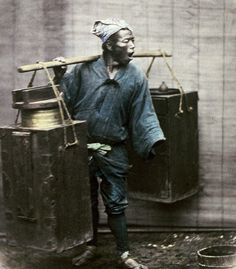 Saki seller calling out.  Hand-colored photo, 1870's, Japan.  Photographer Felice Beato