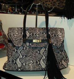 Ladies Faux Leather Shoulder Handbag with rhinestones borsa strass 35,34 € su www.bandana.it