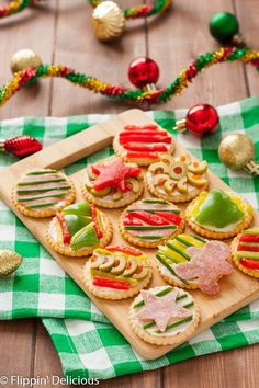 These Ugly Sweater Party Crackers will be the highlight of your holiday party! Made with gluten free crackers and decorated to look like ugly sweaters! Gluten Free Christmas Recipes, Gluten Free Party Food, Gluten Free Appetizers, Best Gluten Free Recipes, Allergy Free Recipes, Gluten Free Snacks, Holiday Recipes, Bar Recipes, Delicious Recipes