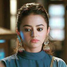 Beautiful Girl Photo, Beautiful Girl Indian, Beautiful Indian Actress, Beautiful Actresses, Sarees For Girls, Mehndi Outfit, Bridal Chura, Helly Shah, Dress Design Sketches