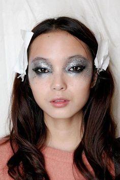 Silver scattershot eye... all else neutral #EyeMakeupBright #MakeupTutorialStepByStep Body Makeup, Beauty Makeup, Eye Makeup, Hair Makeup, Hair Beauty, Rhinestone Makeup, Silver Makeup, Unique Makeup, Creative Makeup