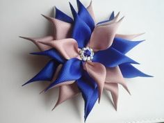 Hello everyone in this video i want to show you how to make another kanzashi flower hairclip. This kanzashi flower was requested so i am so happy to share it. Diy Ribbon Flowers, Zipper Flowers, Ribbon Art, Diy Wedding Flowers, Fabric Flowers, Ribbon Rose, Kanzashi Tutorial, Ribbon Flower Tutorial, Bow Tutorial
