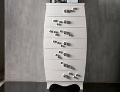 L'Officina Vendome Modern Italian Designer Chest of Drawers in Lacquered Wood with Seven Drawers and Decorative Chrome-Plated Diamond Knobs Handmade in American Walnut.