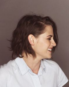 fuck what they think, dude. Kristen Stewart Bikini, Kristen Stewart Hair, Kristen Stewart Movies, Kirsten Stewart, Short Hair Cuts, Short Hair Styles, John Stewart, Celebrity Pictures, Pretty People