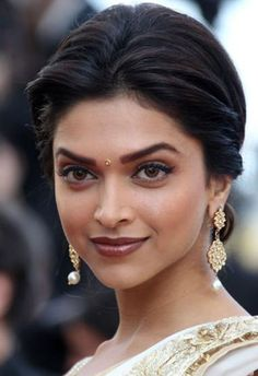 Makeup for Indian Skin Tone - I love her eyes and wish I could carry off that make up well..nonetheless pinning it still! Not a bad ideas to try it one mitre time maybe 4-5 years down the line.