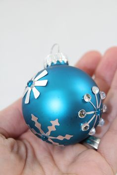 DIY Christmas Ornaments  using Silhouette Silver Adhesive Foil Paper. www.craft-e-corner.com