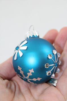 DIY Christmas Ornaments  using Silhouette Silver Adhesive Foil Paper. www.craft-e-corner.com