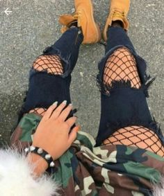 look ideas mujeres Tims Outfits, Other Outfits, Cute Outfits, Fall Fashion Outfits, Dope Fashion, Womens Fashion, Fashion Belts, Swag Fashion, Fashion Shoes