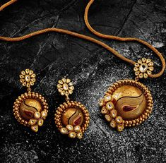 Ideas For Bridal Jewelry Sets Gold Jewellery Designs Gold Mangalsutra Designs, Gold Jewellery Design, Gold Jewelry, Stone Jewelry, Gold Earrings, Gold Necklace, Bridal Jewelry Sets, Bridal Necklace, Wedding Jewelry