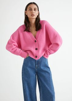 zoomed image Fashion Story, Fashion Outfits, Leather Sock Boots, Oversize Pullover, Cardigan Design, Pink Cardigan, Street Style, Blue Design, Cut Jeans