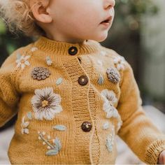 Baby clothes should be selected according to what? How to wash baby clothes? What should be considered when choosing baby clothes in shopping? Baby clothes should be selected according to … Baby Outfits, Outfits Niños, Kids Outfits, Little Fashion, Baby Girl Fashion, Fashion Kids, Slow Fashion, Knitting For Kids, Baby Knitting