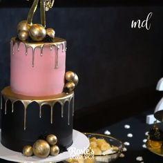 cake decorating videos Black and Gold Drip Cake Art Cake Decorating Frosting, Cake Decorating Techniques, Cake Decorating Tutorials, Cookie Decorating, Cake Recipes, Dessert Recipes, Crazy Cakes, Cake Videos, Drip Cakes