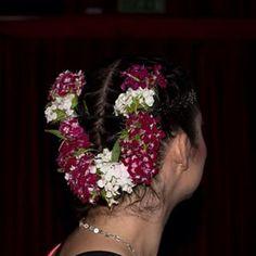 hüsnüyusuf tamda düşündüğüm gibi durdu ..teşekkürler @mavroastra makyaj ve saç için ❤️ #khemsahne #hairmakeup #sahne #danceperformance #kadıköysanat #hüsnüyusuf #kulis #sahne #mavroastra #hülyamutlu #makeupartistmavro