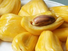 Jackfruit Seeds: Their Benefits and How to Cook Them - You can say that the jackfruit's the jack of all fruits. The best part about jackfruit's that everything is edible. Not just the fruit inside, but the seeds as well. It's the world's largest fruit, … Jackfruit Seeds, Jackfruit Recipes, Fruit And Veg, Fruits And Vegetables, Fresh Fruit, Fruit Food, Jamaican Recipes, Tasty, Vegans