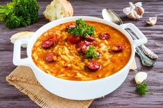 How to make sausage gumbo casserole with garlic bread crust How To Make Sausage, How To Cook Rice, Blackened Recipe, Sausage Gumbo, Garlic Bread, Soups And Stews, Main Dishes, Stuffed Peppers, Casseroles