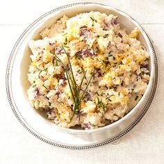 Cheddar and Chive Smashed Potatoes. No better comfort than a big 'ol helping of mashed potatoes! Traditional Thanksgiving Dinner Menu, Thanksgiving Dinner Recipes, Thanksgiving Side Dishes, Easy Potato Recipes, Cheesy Recipes, Side Recipes, Fast Recipes, Pumpkin Recipes, Vegetable Side Dishes