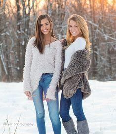 Snow Senior Pictures, Friend Senior Pictures, Cute Friend Pictures, Best Friend Photos, Senior Pics, Sister Pictures, Snow Pictures, Friend Poses Photography, Winter Photography