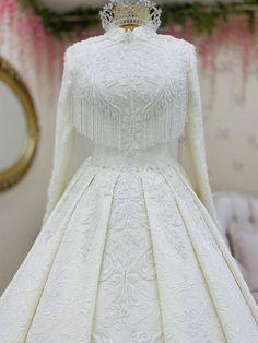 Muslimah Wedding Dress, Hijab Wedding Dresses, Wedding Attire, Wedding Gowns, Stylish Dress Designs, Stylish Dresses, Hijab Evening Dress, Evening Dresses, Royal Blue Evening Gown