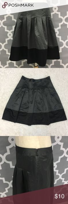 Kristin Davis Silky Pleated Skirt 🔘Description: Kristin Davis Pleated skirt gray and black women's size 8 very good used condition  🔘Measurements:       Hip to Hip: 16 inches       Hip to Hem: 24 inches                              Inventory:    ⭐️ 15% Off All Bundles! 🛍    💞Thanks for stopping by! 😘 Kristin Davis Skirts