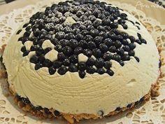 Aina nälkä: Samettisen makuinen keikauskakku mustikoista ja valkosuklaasta #kakku #mustikka #suklaa