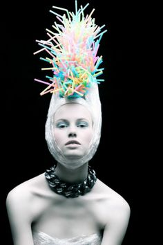 'Plastic Fantastic' shows how recycled plastic can make you a style diva Plastic-Fantastic-fashion-by-recycling-everyday-objects-5 – Roundedoff