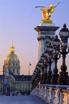 Pont Alexandre III n Hotel des Invalides, Paris_ France