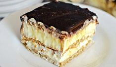 This easy graham cracker eclair cake recipe an easy, no bake dessert that's sure to impress the family every time! Make this ASAP and see! Eclair Cake Recipes, Cookie Recipes, Eclair Recipe, Chocolate Eclair Cake, Biscuits Graham, Romanian Desserts, Cheap Clean Eating, Hungarian Recipes, Sweet Tarts