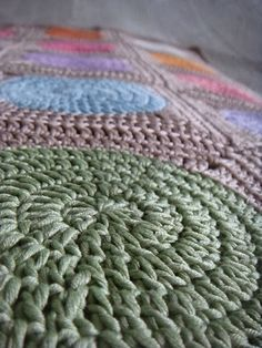 Beautiful baby blanket. Like a watercolor palette. Includes photo tutorial in Finnish. More pictures in a blog.