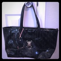 "Pre-loved Guess purse Black guess purse with small white marks on the back lower right side as shown in pic above. No stains inside or tears. Measurements are 16"" x 7 1/2"" x 5"" Guess Bags"