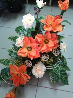 Easter Flower Arrangements, Modern Floral Arrangements, Easter Flowers, Hand Bouquet, Table Flowers, Tropical Flowers, Ikebana, Diy And Crafts, Wedding Flowers
