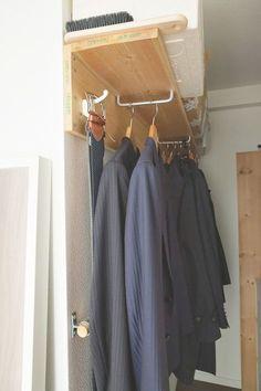 納戸を大容量のウォークインクローゼットに大改造 Hallway Storage, Closet Storage, Muji Style, Bedside Shelf, Wooden Closet, Hobby Room, Minimalist Bedroom, Walk In Closet, Fashion Room