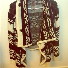 Tribal sweater Super comfy tribal sweater! Would be cute over a dress or even with jeans/leggings. Only wore a few times Moon Collection Sweaters Cardigans