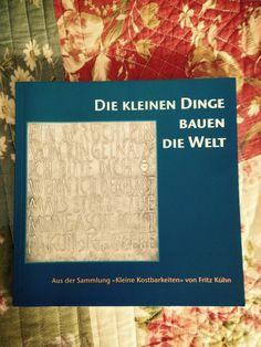 """Die kleinen Dinge bauen die Welt, aus der Sammlung """"kleine Kostbarkeiten"""" von Fritz Kühn.    In meinem Bücherregal.  #fritzkühn"""