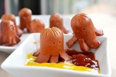 """Octopus hotdogs--some moms have WAY too much time on their hands. (to the side:""""not now sweetie mommy's pinning) *guilt-getting up to make octopus hotdogs. Cute Food, Good Food, Yummy Food, Awesome Food, Tasty, Toddler Meals, Kids Meals, Toddler Food, Food For Thought"""
