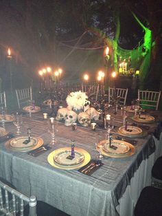 Table setting for Voodoo on the Bayou dinner Voodoo Party, Voodoo Halloween, Disney Halloween, Halloween Party, Day Of The Dead Diy, Day Of The Dead Party, Samhain Decorations, Halloween Decorations, Witch Wedding