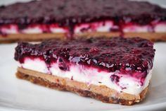 Frische Kokos-Erdnuss-Torte OHNE ZUCKER, MEHL, EI und OHNE BACKEN A cake without flour, sugar and eggs and no baking. Paleo Dessert, Eat Dessert First, Dessert Recipes, Low Carb Desserts, Healthy Desserts, Raw Food Recipes, Baking Recipes, Peanut Recipes, Healthy Cake
