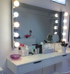 Aparichi Makeup Artist - Maquilladora Profesional: Blog de Maquillaje: Qué luces poner en un tocador: la mejor luz para maquillarse