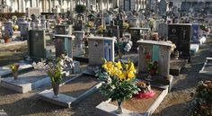 In ora di pranzo fanno sesso tra le tombe del cimitero. Scoperti da due giovani