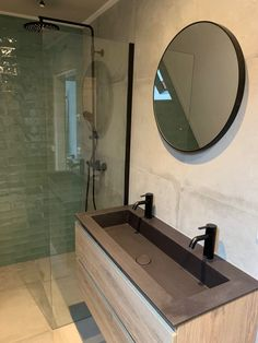 Industrial bathroom bathroom inspiration The new bathroom To add some color we h. Bathroom Toilets, Bathroom Renos, Master Bathroom, Bad Inspiration, Bathroom Inspiration, Bathroom Design Small, Bathroom Interior Design, New Toilet, Industrial Bathroom