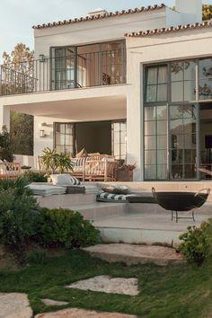 Spanish style homes – Mediterranean Home Decor Modern Home Design, Dream Home Design, My Dream Home, Modern Homes, Small House Design, Future House, Design Exterior, Exterior Homes, Spanish Style Homes
