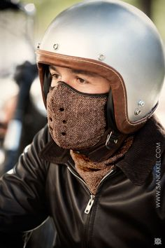 Mask tweed Windowpane: **Mask neck warmer SANKAKEL** Paris, November 2014 To protect you from cold and wind, this classical neck warmer is perfect. Motorcycle Style, Biker Style, Motorcycle Helmets, Motorcycle Accessories, Chopper Helmets, Classic Motorcycle, Motorcycle Outfit, Ducati, Cafe Racer Style