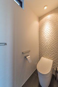 太陽光発電パネル搭載の家・間取り(愛知県北名古屋市) | 注文住宅なら建築設計事務所 フリーダムアーキテクツデザイン House Inspiration, Bathroom Inspiration, Bathroom Inspiration Decor, Bathroom Interior, Lavatory, Room Design, Small Bathroom, Toilet, Interior
